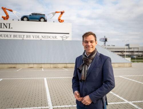 Martijn van Helvert op werkbezoek bij CEO van VDL Nedcar